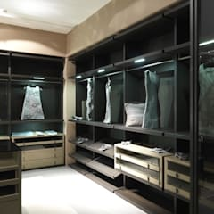 Walk-in-dressing room:  Dressing room by Lamco Design LTD