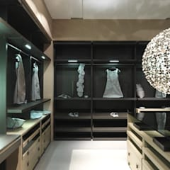 Bespoke dressing room:  Dressing room by Lamco Design LTD