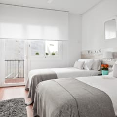 HABITACION EN TONOS BLANCOS Y PIEDRA by HOME DECO : Dormitorios de estilo  de Home Deco Decoración