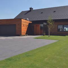 Dom jednorodzinny w Zielonkach koło Krakowa: styl nowoczesne, w kategorii Domy zaprojektowany przez Studio S Biuro architektoniczne Michał Szymanowski