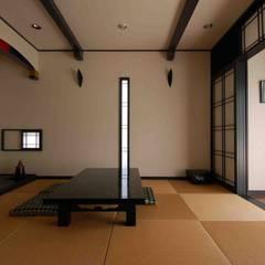 和室: 株式会社 央建築設計事務所が手掛けた寝室です。