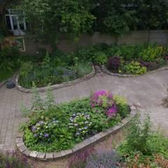 Tuin gezien van dakterras: klasieke Tuin door Gunneweg & Burg