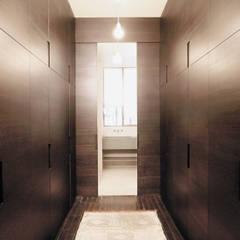 Loft martel: Dressing de style  par Antonio Virga Architecte