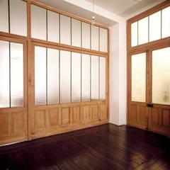 Loft martel: Fenêtres de style  par Antonio Virga Architecte