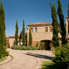 Residência MCK Jardins mediterrâneos por Tellini Vontobel Arquitetura Mediterrâneo