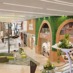 """Highlightfassade """"Green Point"""":  Einkaufscenter von KPLUS KONZEPT GMBH"""