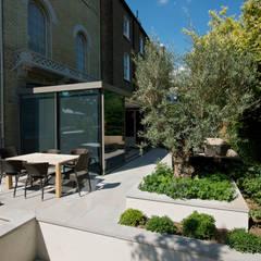 St John's Wood, London: minimalistic Conservatory by Maxlight