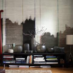 Interieur – ein reiner Luxus?:  Wohnzimmer von CONSCIOUS DESIGN - INTERIORS