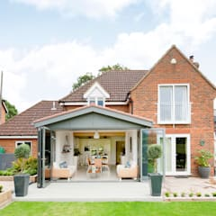 Modern Kitchen / Lounge Extension:  Conservatory by ROCOCO