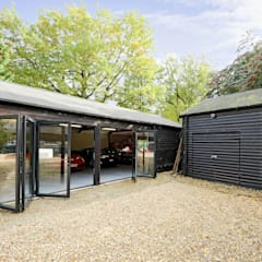 Garage conversion for luxury cars:  Garage/shed by ROCOCO