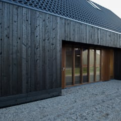 Blackbird, woning te Vortum Mullem, NL:  Huizen door Zwarthout Shou Sugi Ban
