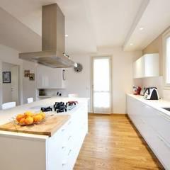 آشپزخانه by Modularis Progettazione e Arredo