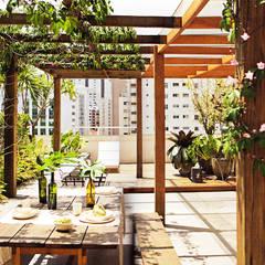 Apartamento Oliver: Terraços  por SAO Arquitetura