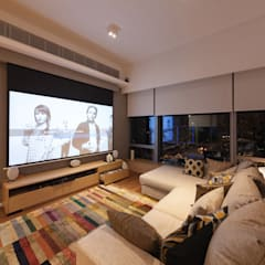 BI's RESIDENCE:  Living room by arctitudesign