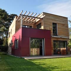 Vue projetée de la maison: Maisons de style de style Moderne par HELENE LAMBOLEY ARCHITECTE DPLG