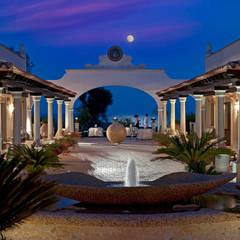 Porticato notte: Hotel in stile  di Studio Tecnico Associato Cast&llo Engineering