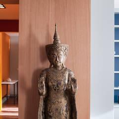 L'appartement d'une business woman mélomane: Salon de style de style Asiatique par Jean-Bastien Lagrange + Interior Design