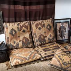 Detalle decoración zona chill out en estilo rústico africano: Salones de estilo  de Buena Pieza Interiorismo