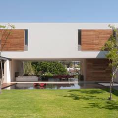 Casa SJ: Jardines de estilo  por Gantous Arquitectos