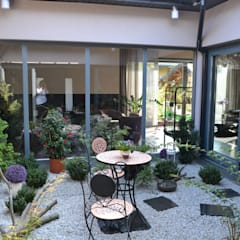 Jardines de invierno de estilo  por Autorskie Studio Projektu QUBATURA