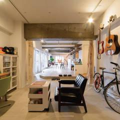 Projekty,  Pokój multimedialny zaprojektowane przez 株式会社 アポロ計画 リノベエステイト事業部