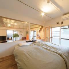 ガラス張りの寝室: 株式会社 アポロ計画 リノベエステイト事業部が手掛けた寝室です。