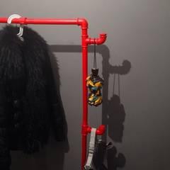 Вешалка для одежды из водопроводных труб:  в . Автор – Home Loft Studio, Лофт