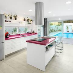 Kitchen by TOV.ARQ Estudio de Arquitectura y Urbanismo
