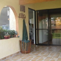 Casa Haber: Pasillos y recibidores de estilo  por Cenquizqui, Mediterráneo
