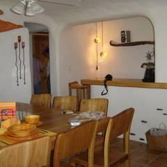 Comedor en interior con barra : Comedores de estilo mediterraneo por Cenquizqui