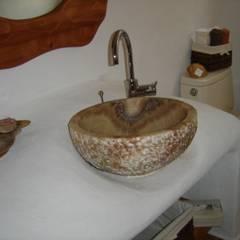 Casa Haber: Baños de estilo  por Cenquizqui, Mediterráneo