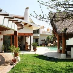 Casa Santa Fe: Jardines de estilo  por Cenquizqui