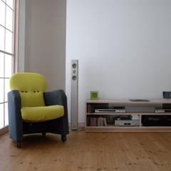 明障子のやわらかな光: 篠田 望デザイン一級建築士事務所が手掛けた素朴なです。,ラスティック