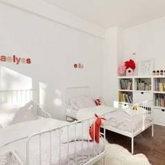 Un appartement qui respire - La chambre: Chambre d'enfant de style de style Minimaliste par a-sh