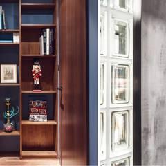 Wielkomiejski eklektyzm: styl , w kategorii Ściany zaprojektowany przez Studio Potorska