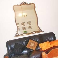 Dettaglio divano dopo restyling: Ingresso & Corridoio in stile  di Sublacense Home Staging
