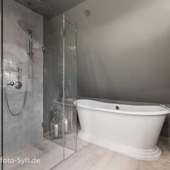 Baños de estilo  por Immofoto-Sylt
