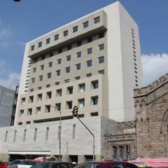 IBIS ALAMEDA : Hoteles de estilo  por Corev de México