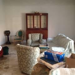 sala prima: Soggiorno in stile  di Francesca Greco  - HOME Philosophy