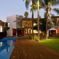 Kolam Renang by Alvaro Moragrega / arquitecto