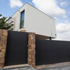 AReA 7 - Arquitectos Ivo Amaro_ Jorge Machado: Casas  por AreA7,Moderno