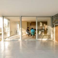 Casas Apareadas: Jardines de invierno de estilo  por Estudio A+3