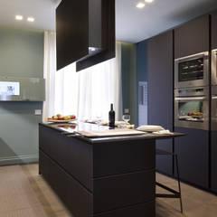 مطبخ تنفيذ Studio Andrea Castrignano,