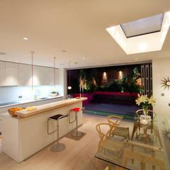 Battersea Basement & Full Refurbishment:  Kitchen by Gullaksen Architects