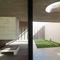  VIVIENDA UNIFAMILIAR K.G. : Jardines de invierno de estilo  por DMS Arquitectura