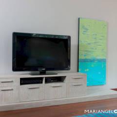 Estar familiar o Family Room: Salas multimedia de estilo  por MARIANGEL COGHLAN