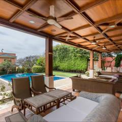 Villa de lujo en Málaga con toques tropicales: Terrazas de estilo  de Hansen Properties