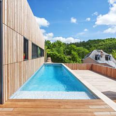 MAISON CARDAILLAC: Piscines  de style  par Hugues TOURNIER Architecte