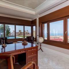 despacho en planta baja: Estudios y despachos de estilo  de Hansen Properties
