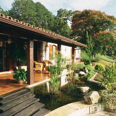Garden by Eduardo Luppi Paisagismo Ltda.